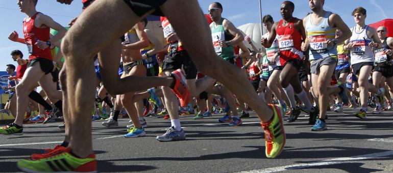 Runners start their race at Blackheath during the London Marathon, Sunday, April 21, 2013. (AP Photo/Sang Tan)